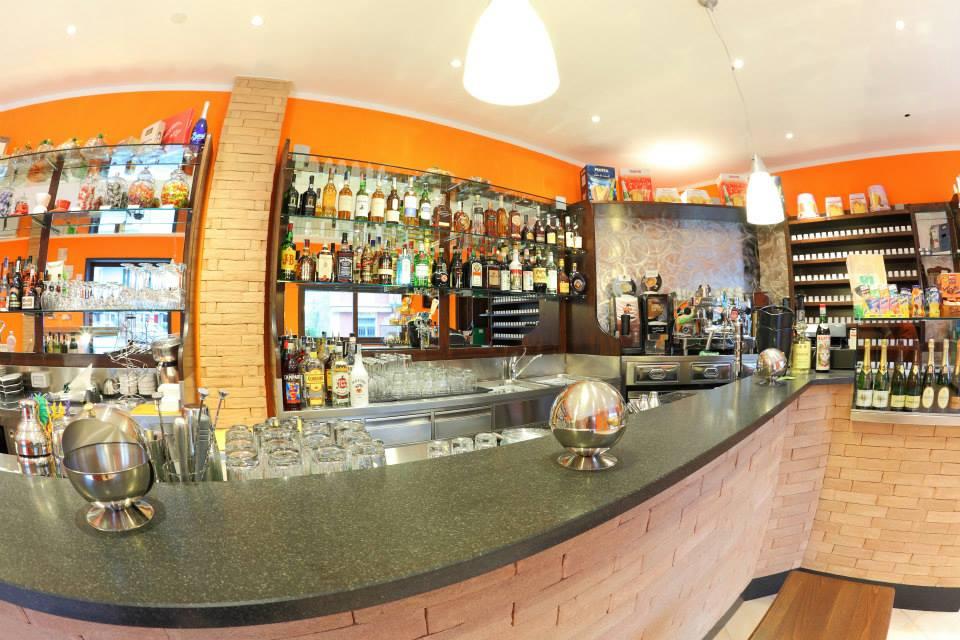 Bar arredamenti negozi bar ristoranti genova for Martini arredamenti