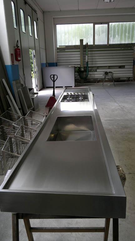 Lavorazione lamiere e acciaio inox arredamenti negozi for Piani di officina e officina